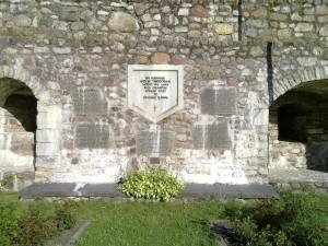 Minnsesten i muren på Biskopsborgen i kurresaare