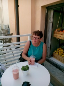 Lise-Lotte med våra smoothies