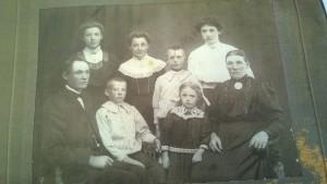 Lise-Lottes släkt foto. Vilka är de?
