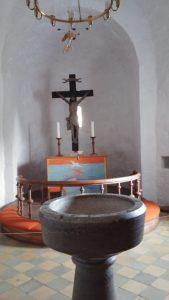 altare och dopfunt nylars kyrka bornholm