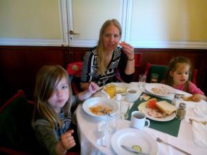 Frukost på Ånedin hostel