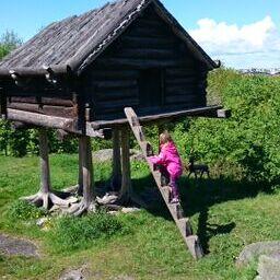 eleni klättrar