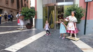 utanför turistinformationen i Murcia