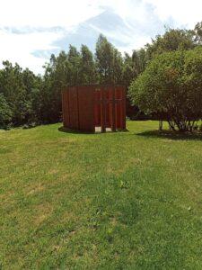 tegelskulptur per Kirkegård wanås slott park