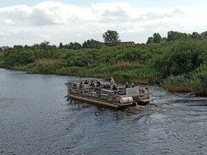 sightsingbåt på Helgeå