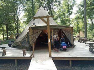 stora tältet på Camp Oak