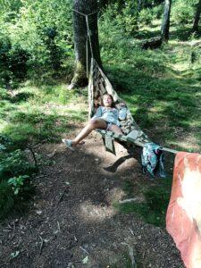 Eleni i hängmattan Camp Oak